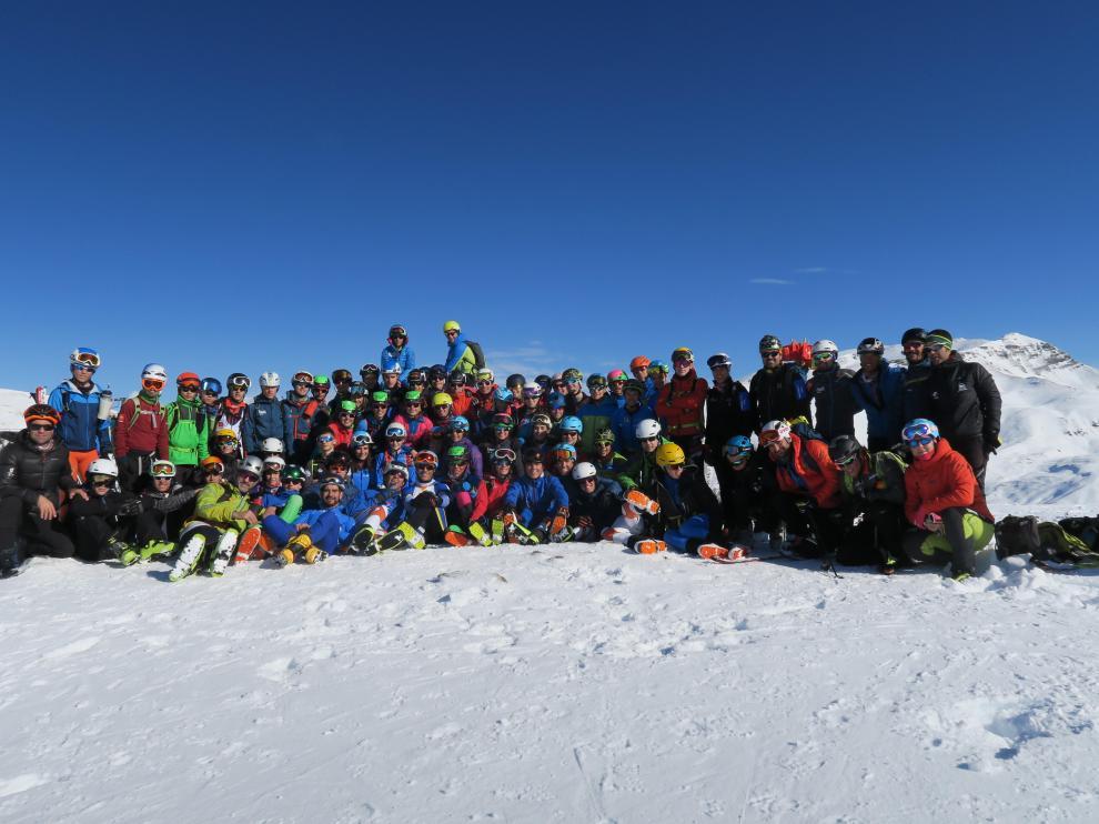 Esquiadores participantes en la apertura de la temporada en Cerler