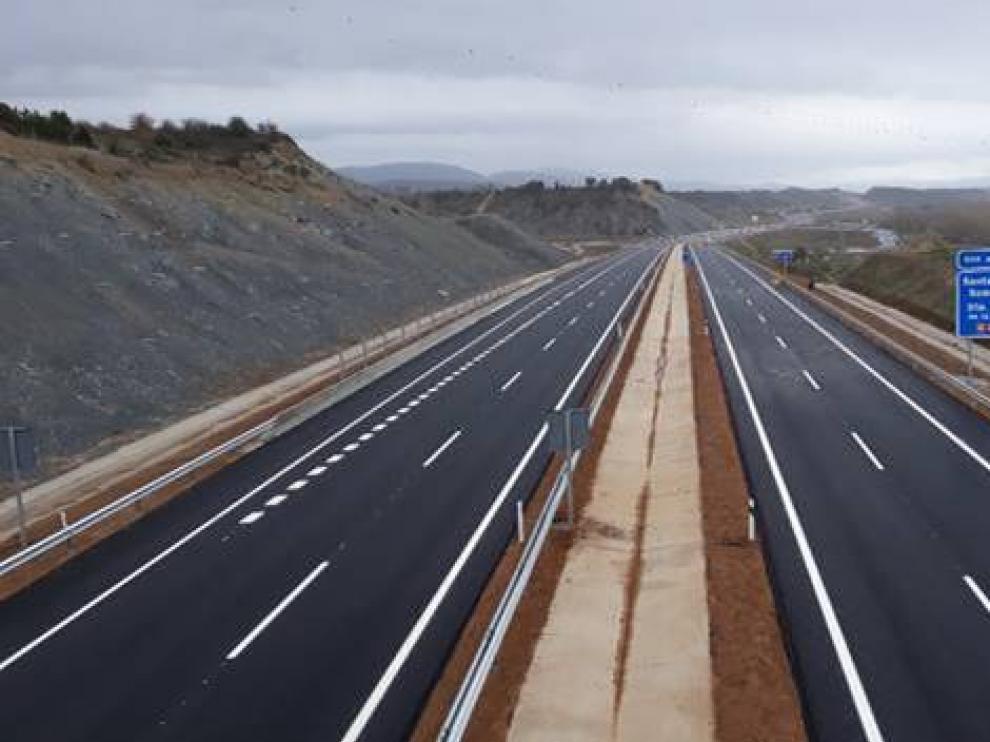Imagen del nuevo tramo de la autovía A-21 entre Santa Cilia y Puente La Reina.