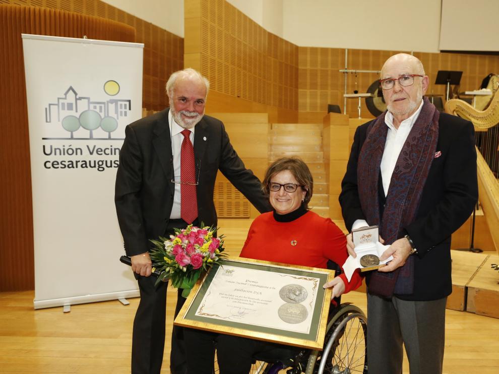 Marta Valencia, presidenta de DFA, ha recibido el Premio Unión Vecinal Cesaraugusta.