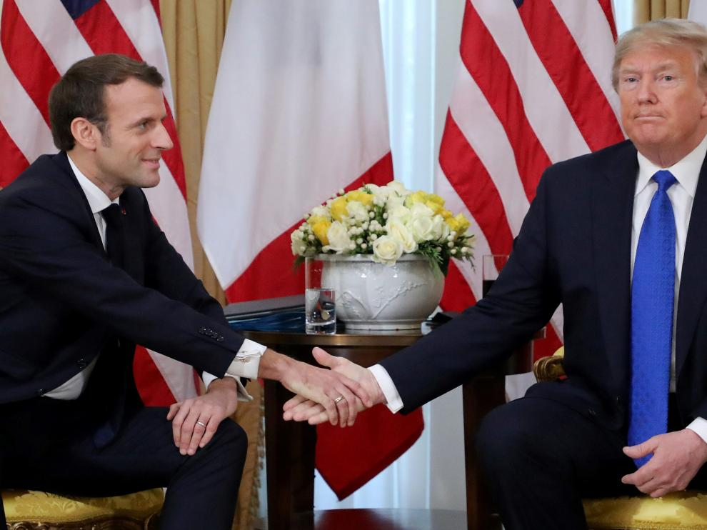 U.S. President Donald Trump shakes hands with France's President Emmanuel Macron, ahead of the NATO summit in Watford, in London, Britain, December 3, 2019. Ludovic Marin/Pool via REUTERS [[[REUTERS VOCENTO]]] NATO-SUMMIT/TRUMP-MACRON