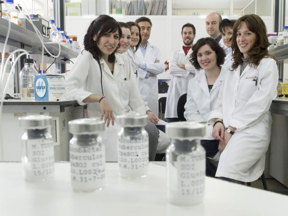 Grupo de investigación de Genética de Micobacterias, en una imagen de 2009.