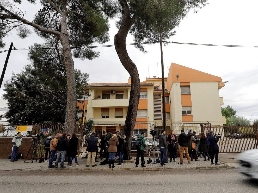 Cuartel de la Guardia Civil en Carcaixent, donde se ha entregado el autor confeso del crimen de Manuel.