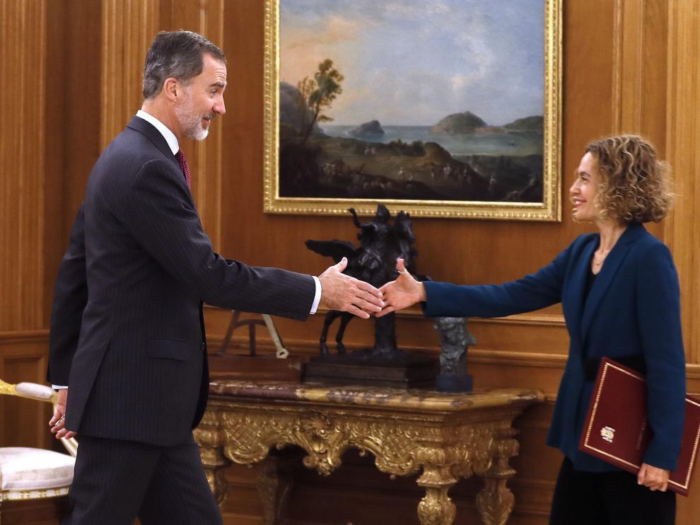El rey Felipe VI y la presidenta del Congreso, Meritxell Batet, durante la audiencia hoy en el Palacio de La Zarzuela.