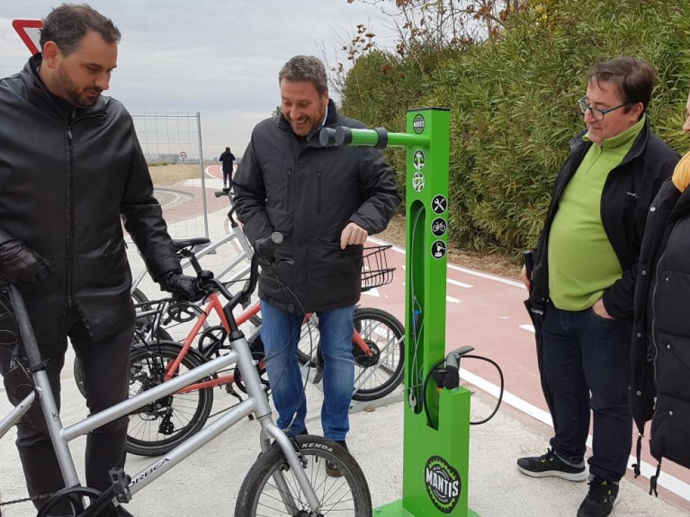 Inauguración de los primeros 1,5 kilómetros del carril bici que conectará La Puebla de Alfindén con Zaragoza.