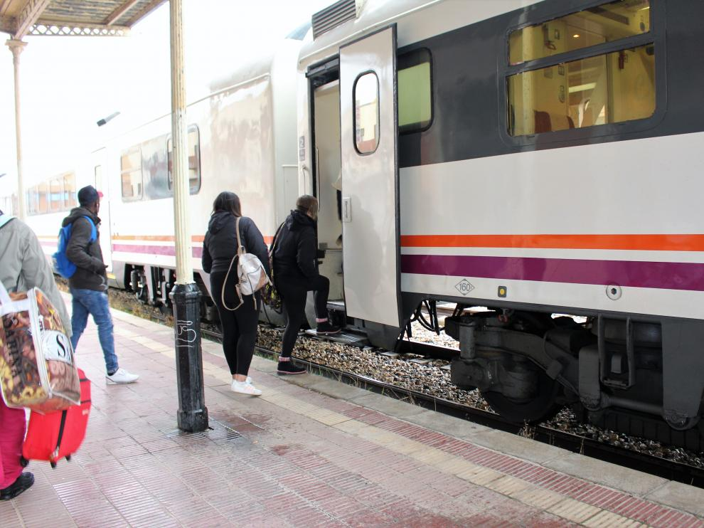 La estación de ferrocarril de Binéfar no facilita el acceso a personas con movilidad reducida