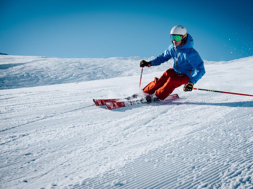 La práctica del esquí es una de las más gratificantes que existen, al combinar numerosos beneficios tanto para la salud física como para la mental.
