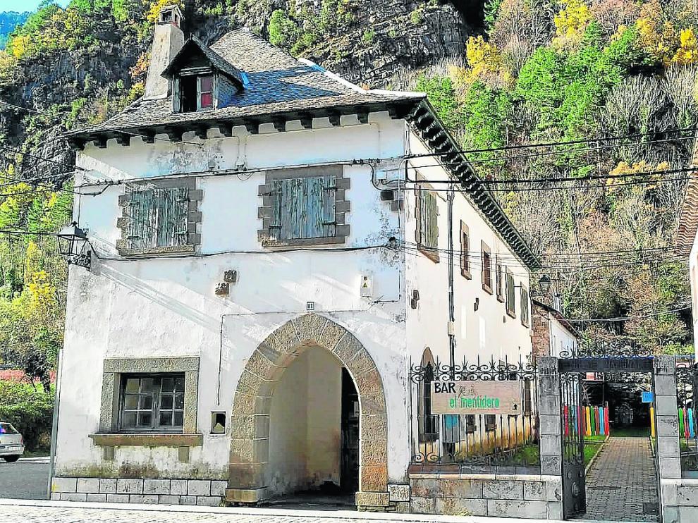 El albergue ocupará este edificio de 1945 que servía de casa al párroco del pueblo.