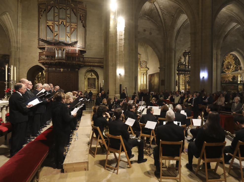 Imagen de archivo de la celebración del canto del Tota Pulchra en la catedral de Huesca.