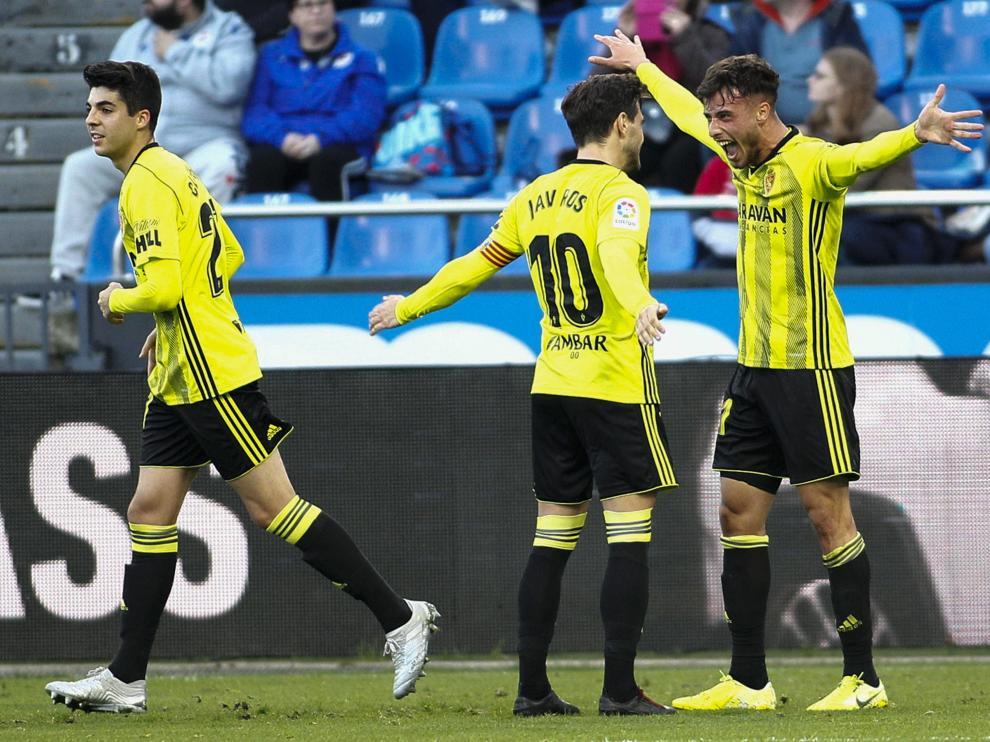 La conexión del segundo gol: Puado y Javi Ros lo celebran.