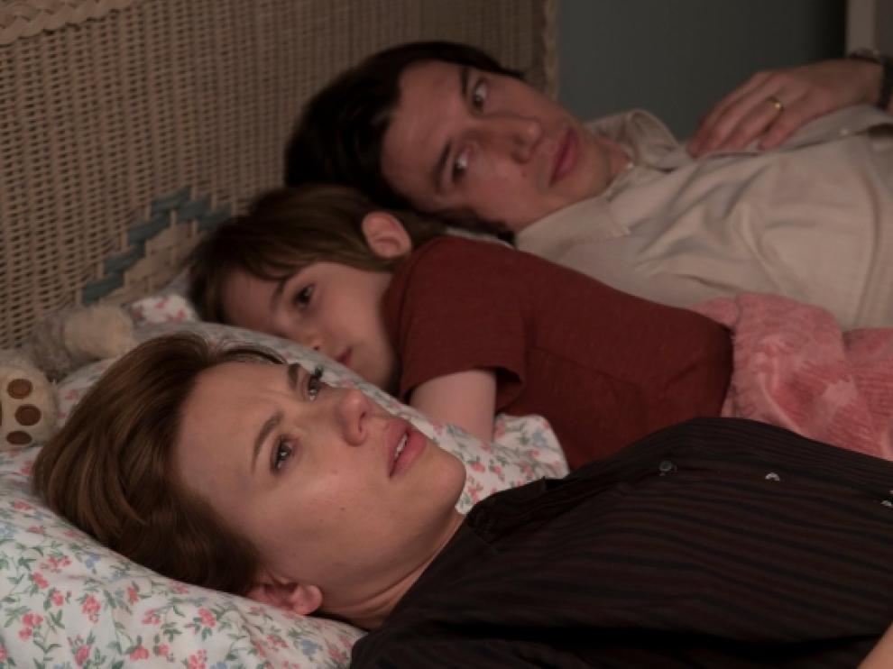 Scarlett Johnson y Adam Driver, en 'Historia de un matrimonio', la película más nominada en los Globos de Oro