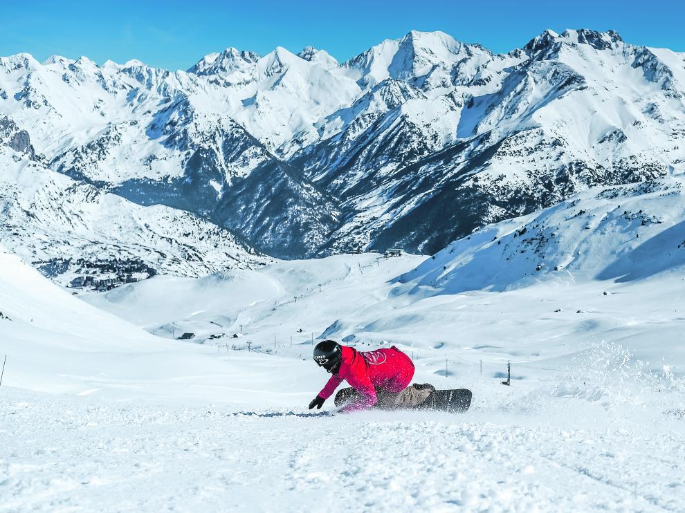El 'snowboard' es uno de los deportes que se pueden practicar en las pistas.