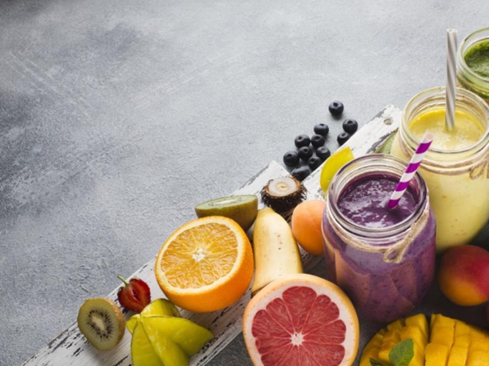 Una de las opciones más ricas y fáciles es hacer un 'smoothie' saludable.