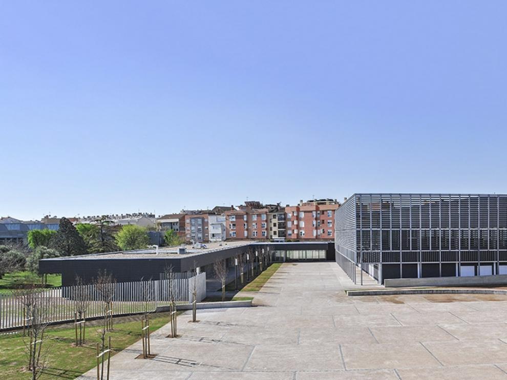 Vista del complejo deportivo Las Fuentes, en Utebo, obra de Magrazó y Used