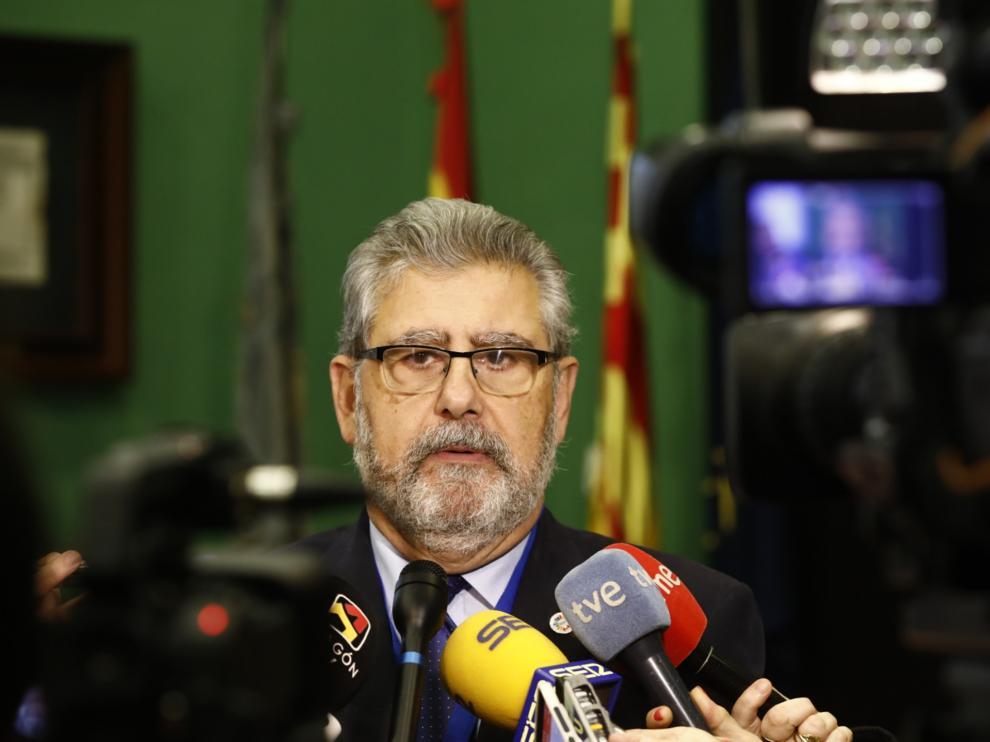 El rector de la Universidad de Zaragoza, José Antonio mayroal, durante su anuncio.