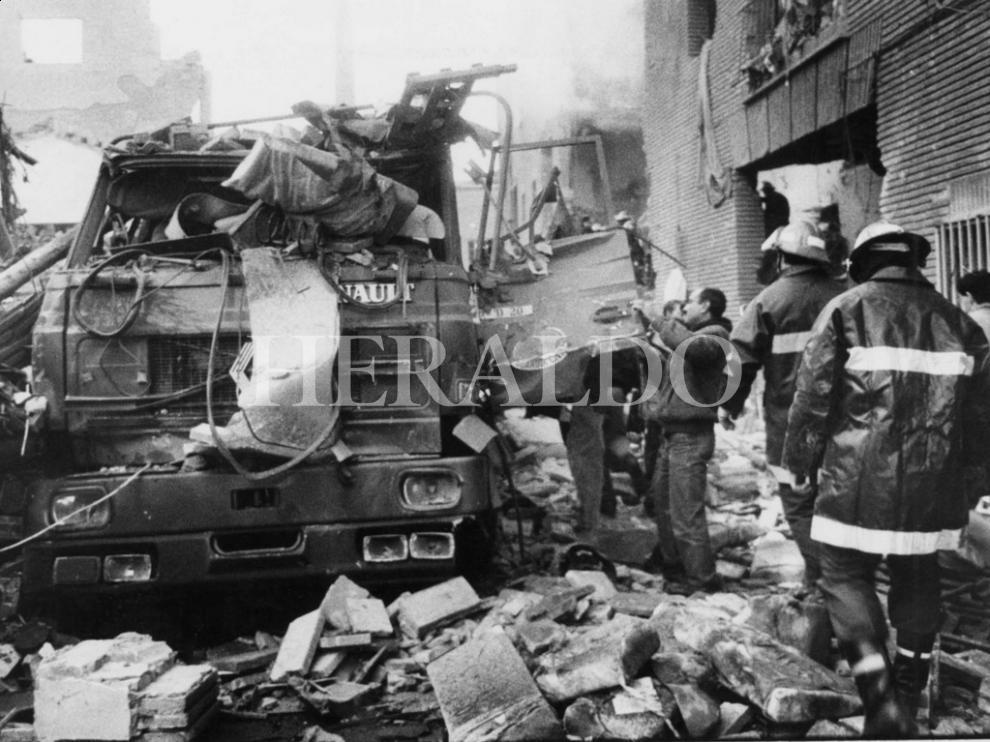 Foto del atentado contra la casa cuartel de Zaragoza el 11 de diciembre de 1987