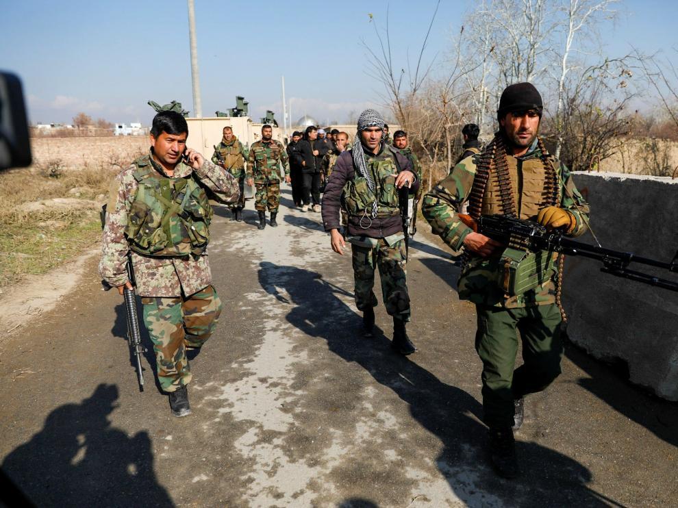 Las fuerzas de seguridad desplegadas en la zona tras el ataque en Bagram.