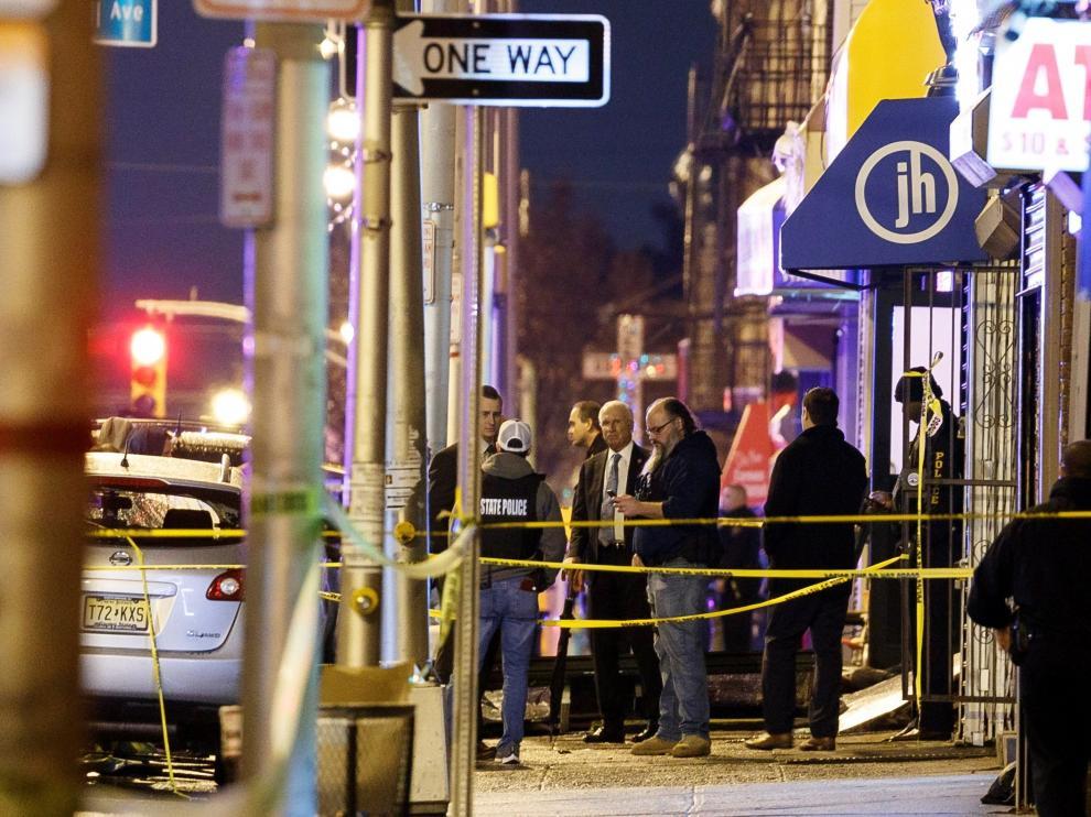 Seis muertos, entre ellos los dos agresores, en un tiroteo en Nueva Jersey.