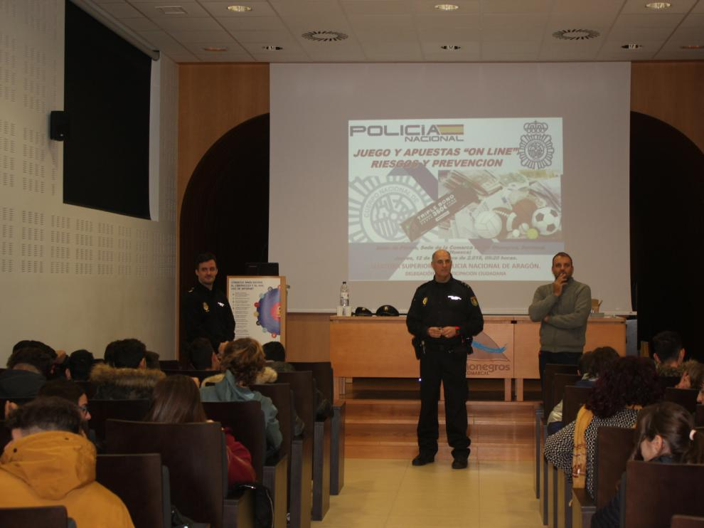 170 alumnos del instituto de Sariñena han asistido a la charla.