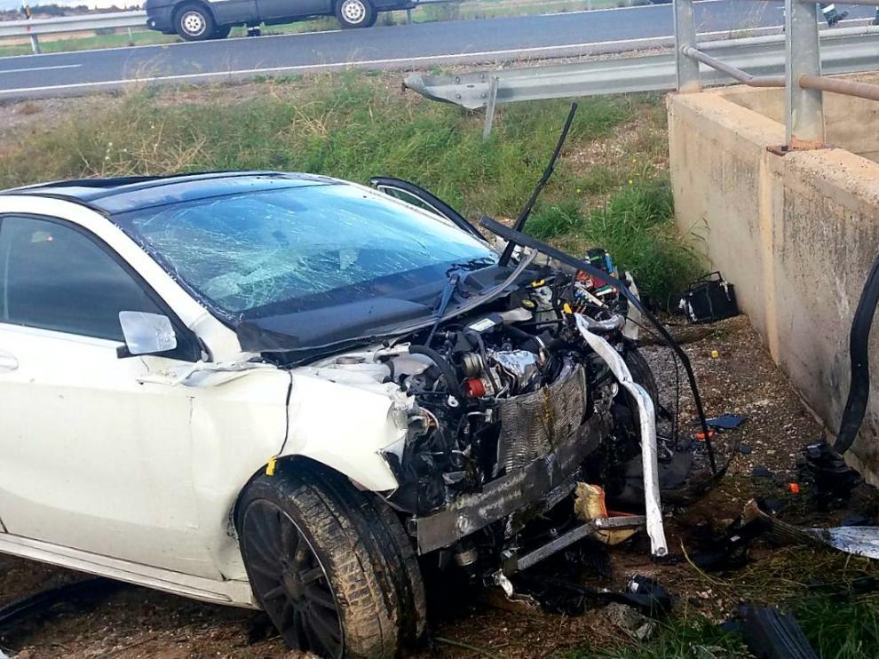 El Mercedes en el que viajaba la pareja se salió de la calzada de la AP-68 y chocó contra un murete de hormigón en la mediana, a la altura de Mallén.