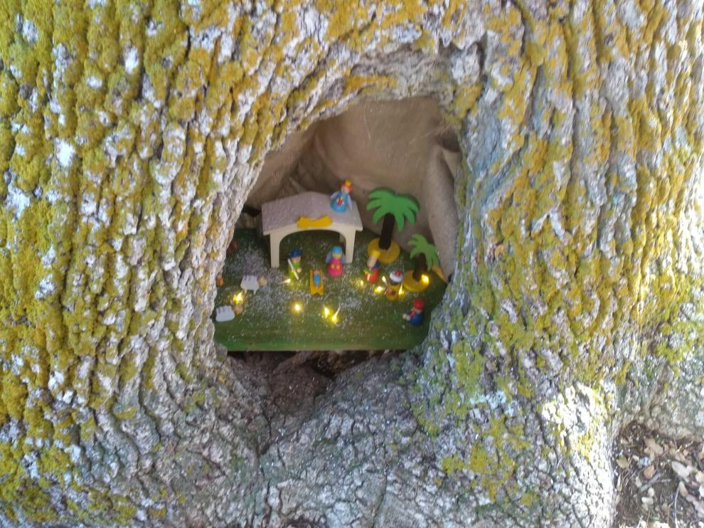 Belén montado dentro del tronco de un rebollo en Barrachina.