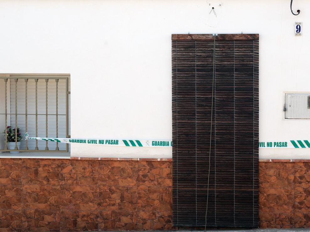 Fachada de la casa de Manuel (Valencia) en la que se perdió la pista de la joven Marta Calvo y donde el único detenido por estos hechos asegura que la descuartizó.