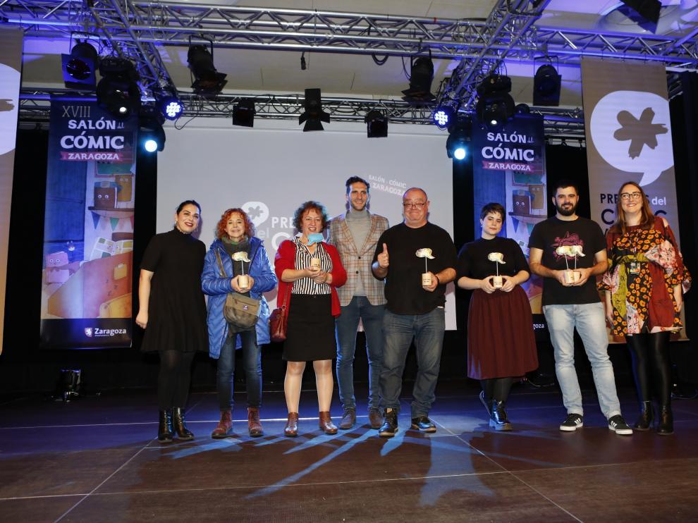Foto de familia de los galardonados en los IX Premios del Cómic Aragonés