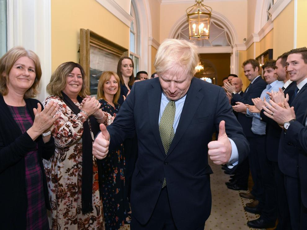 El primer ministro británico, Boris Johnson, aclamado por los suyos