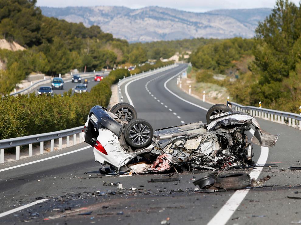 Imagen de uno de los vehículos implicados en el accidente ocurrido en la A-7, a la altura de Alicante.