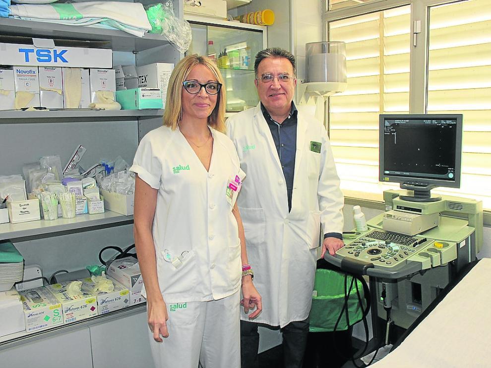 La enfermera Silvia Blasco y el cirujano Fernando Martínez, impulsores de la aplicación de la técnica.