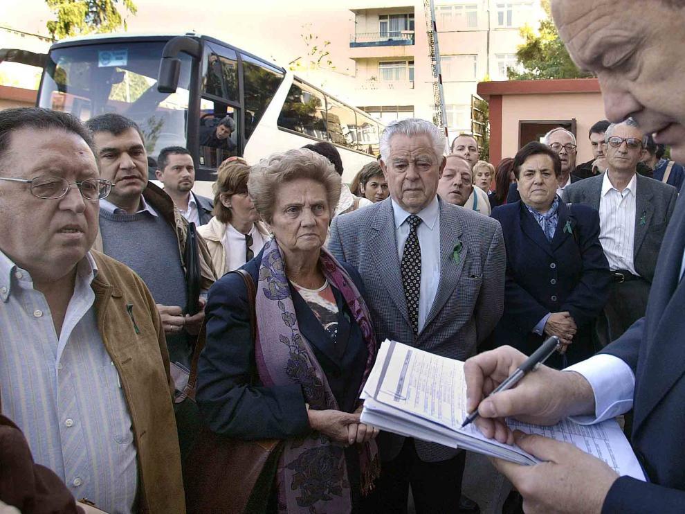 PRUEBAS A.D.N A FAMILIARES MILITARES FALLECIDOS YAK-42 / ESTAMBUL / 17-05-04 / FOTO: JUAN CARLOS ARCOS ARCOS 4.jpg