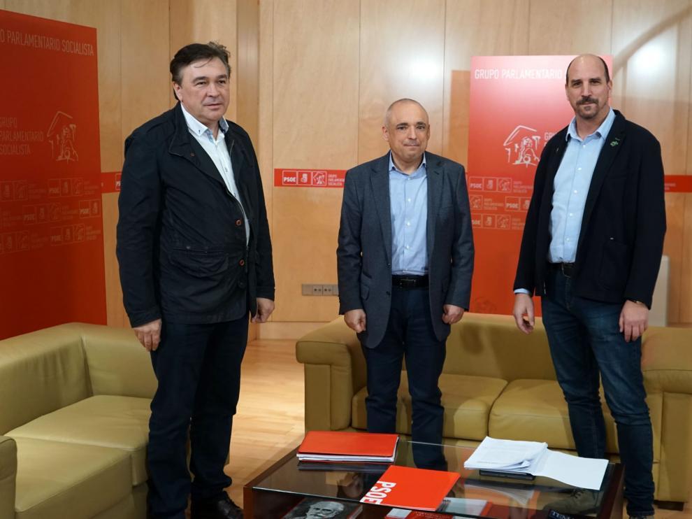 Tomás Guitarte, a la izquierda, con Rafael Simancas, en el centro, y Joaquín Egea.