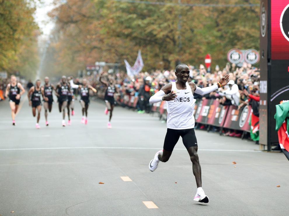 El keniano Eliud Kipchoge hace historia el pasado 12 de octubre al correr en Berlín por debajo de las dos horas un maratón