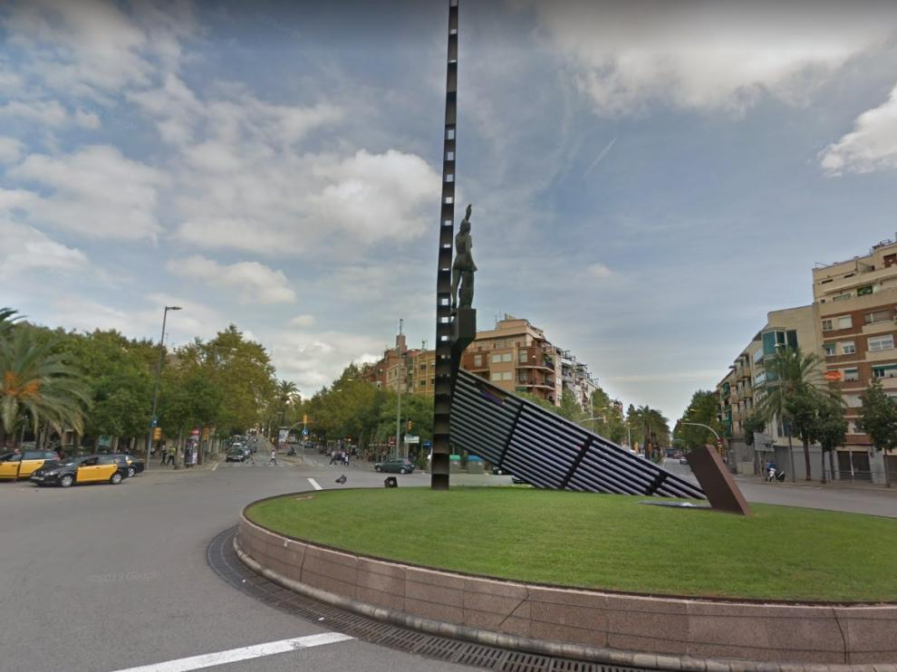 La agresión se produjo anoche en la plaza de la República de Barcelona.