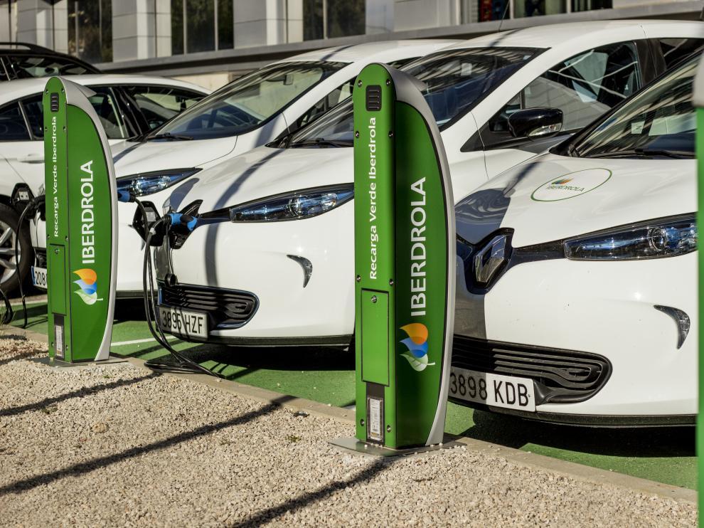 La recarga del coche eléctrico es uno de los puntos con los que se puede ahorrar en la factura energética.