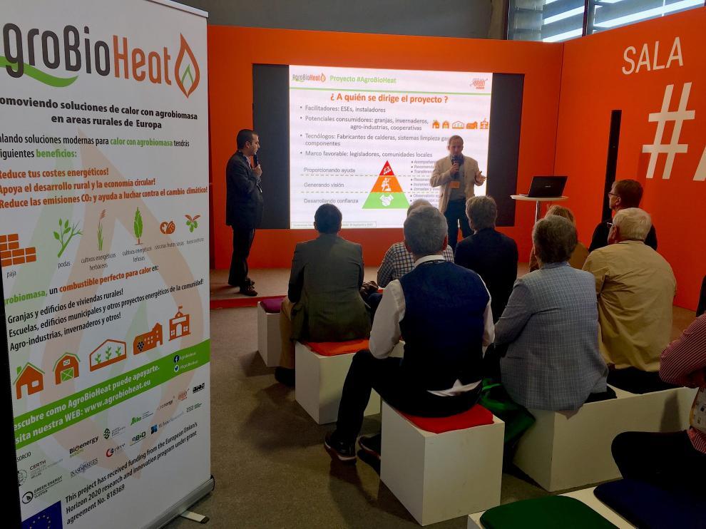 Acto de presentación de tecnologías innovadoras con agrobiomasa en Expobiomasa.