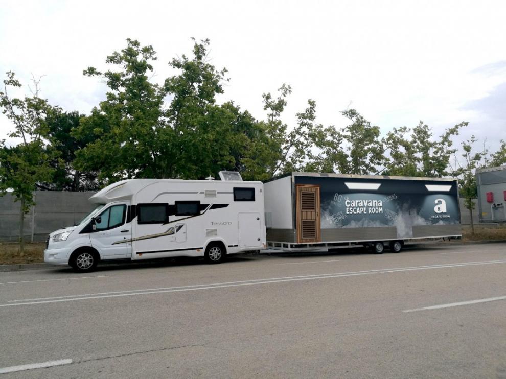 La caravana escape room está aparcada en la plaza del Justicia.