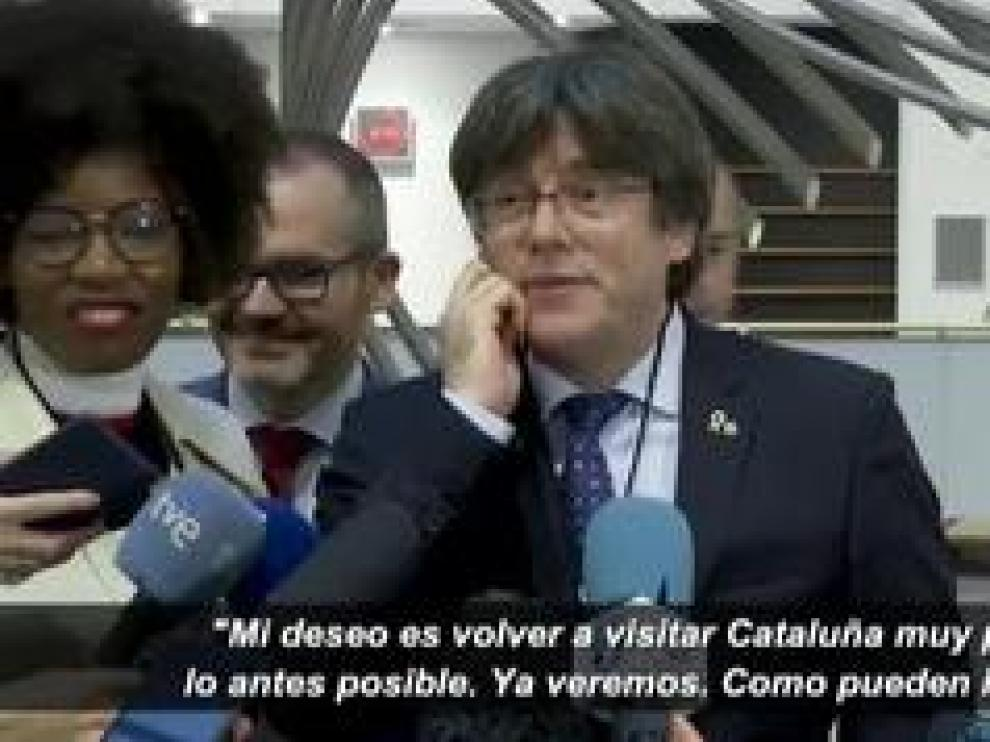 El expresident recoge su acta provisional de eurodiputado junto a Toni Comín