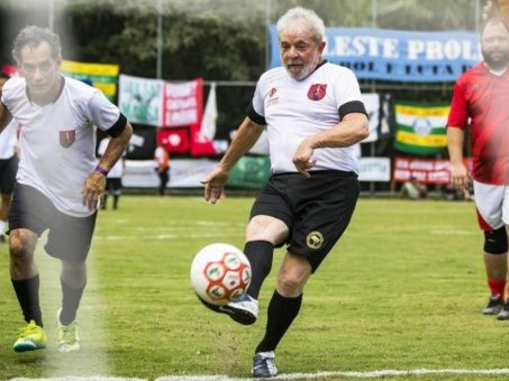 Momento en que Lula ha lanzado el penalti.