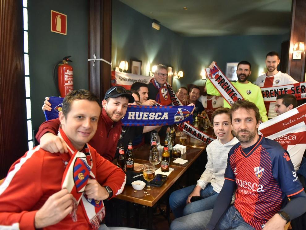 Las distintas Peñas de la SD Huesca se han reunido antes del partido.