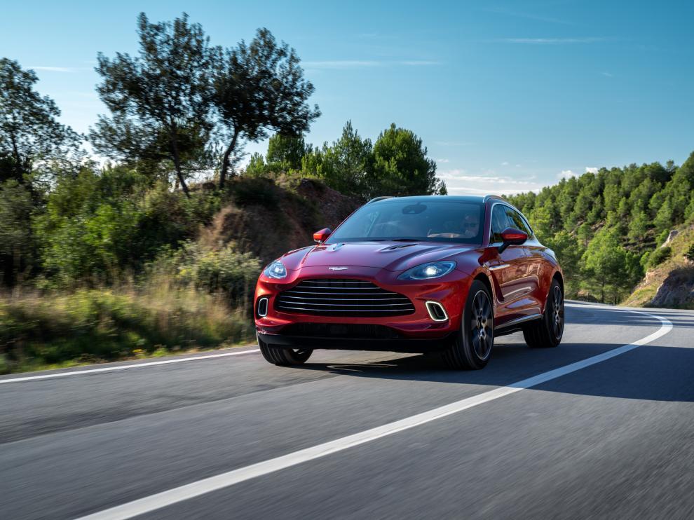 El nuevo Aston Martin DBX es un todocamino con un motor de 550 caballos.