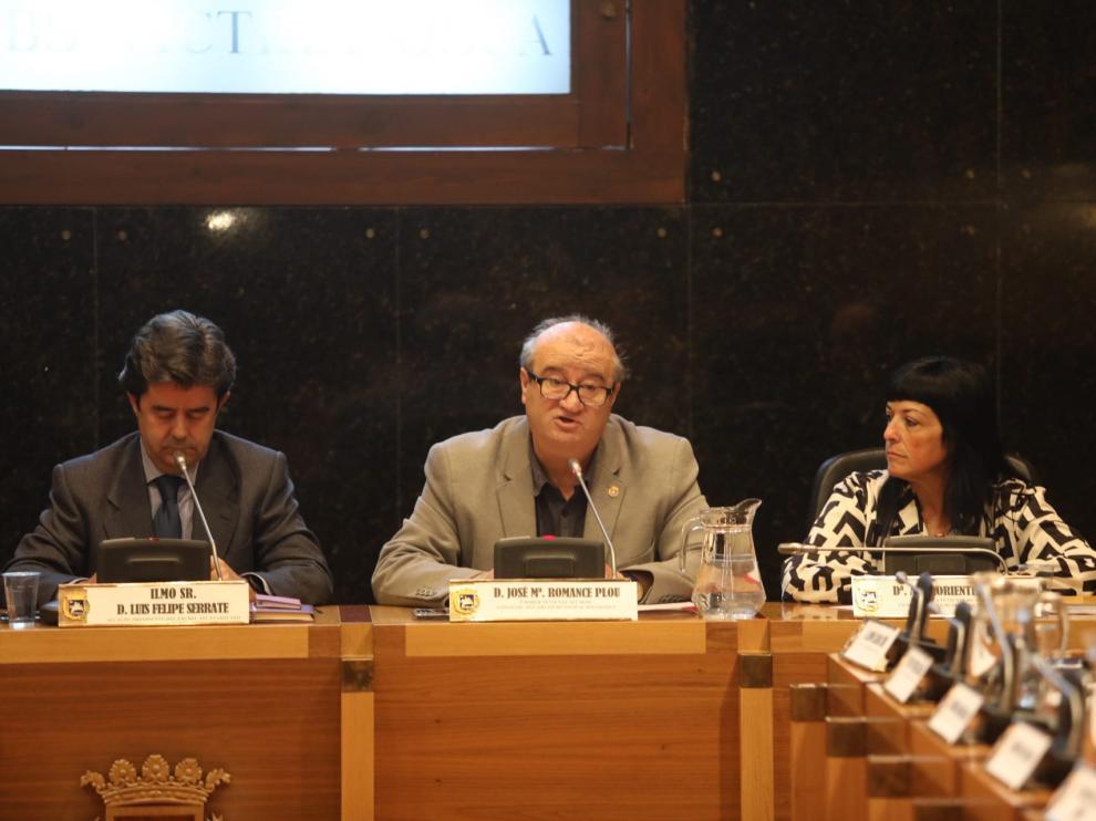 El concejal de Hacienda, José María Romance, en el centro, ha sido el encargado de defender los presupuestos del PSOE.