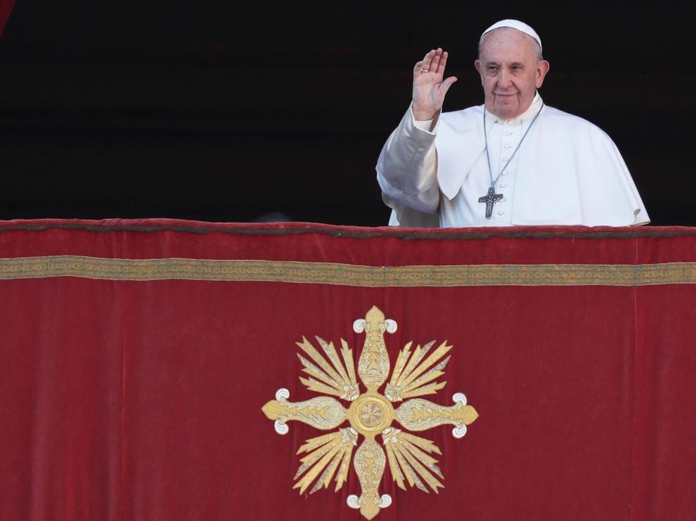El Papa, en el balcón del Vaticano durante su mensaje de Navidad.