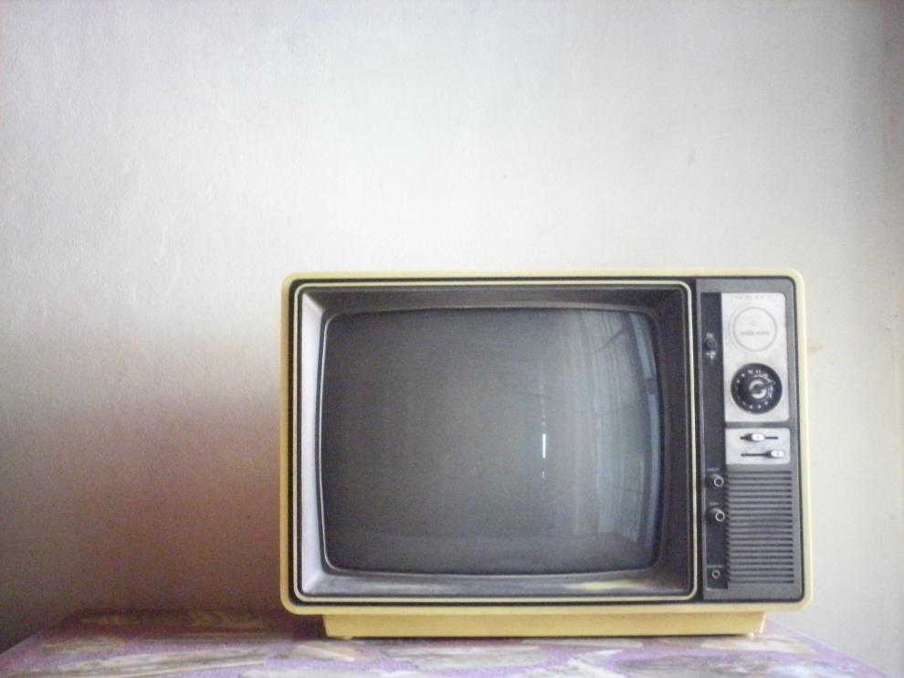 Un televisor antiguo.