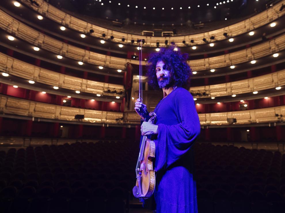 Ara Malikian posa el pasado lunes en el Teatro Real de Madrid.