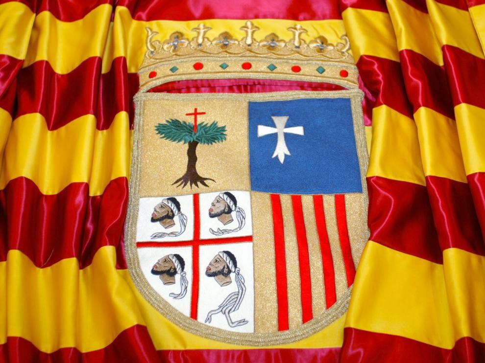 BANDERA DE ARAGON / 9-08-02/ FOTO: JUAN CARLOS ARCOS BANDERA01.JPG