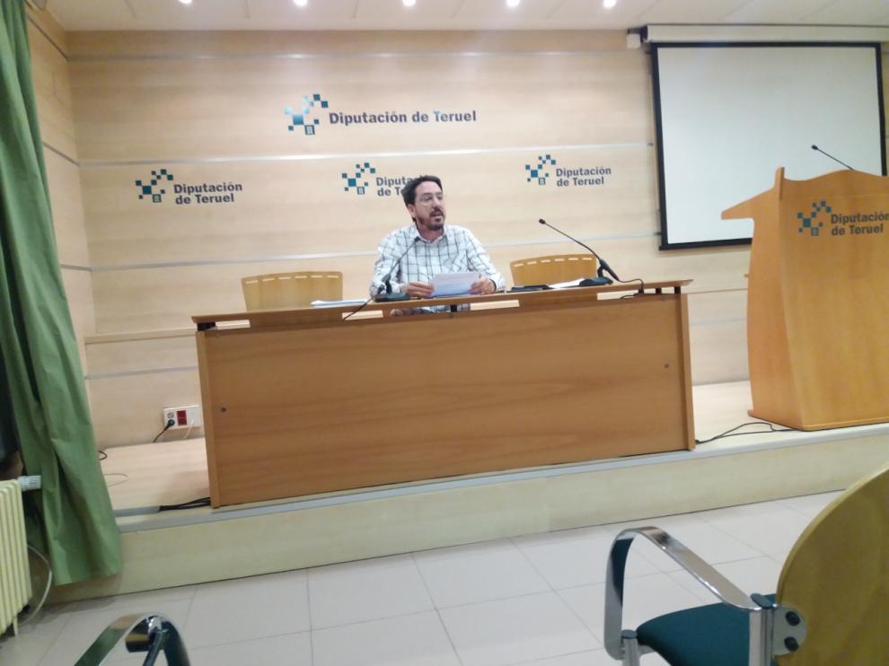El diputado provincial de Ganar, Pedro Bello, al anunciar su abstención en los presupuestos.