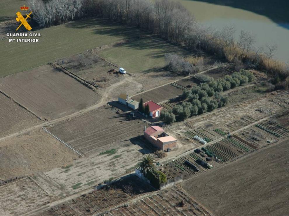 Edificaciones dentro de la zona de policía del río Ebro, en la localidad de Sástago.