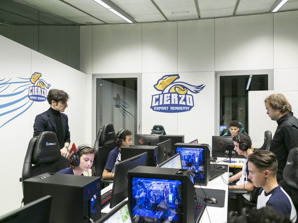 Entrenamiento en la Cierzo Esports Academy, la escuela de videojuegos del Ayuntamiento de Zaragoza.