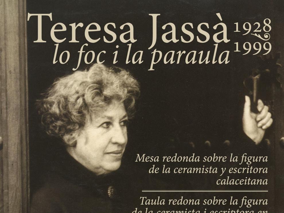 La ceramista Teresa Jassà, en su taller de Calaceite.