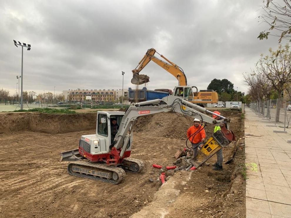 Trabajos de construcción del nuevo edificio en Zuera.
